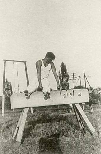 Ćwiczy Izydor Jóźwik 1955 r.